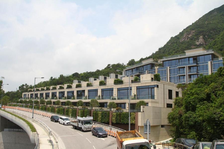 緹山由兩座住宅大廈及19座洋房組成。