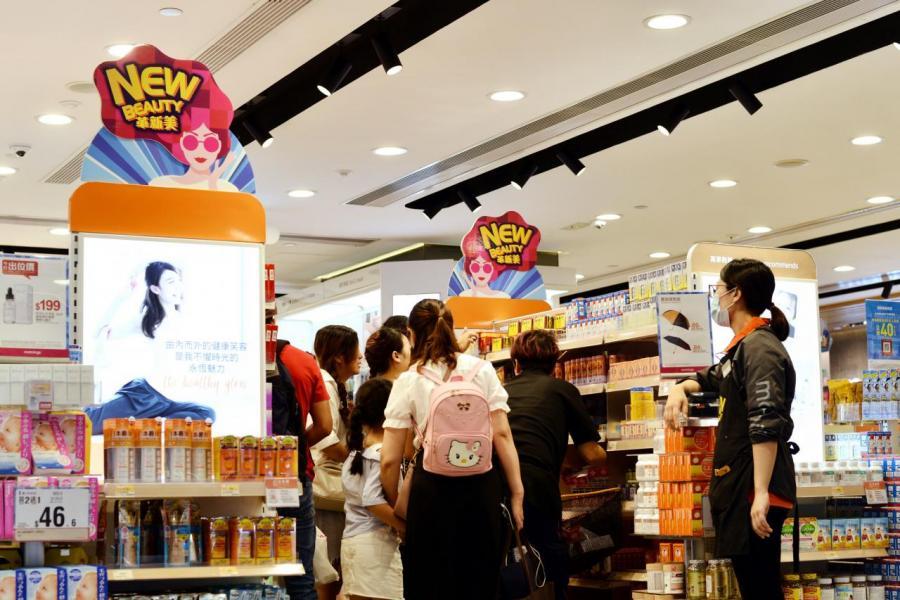 本地零售商的生意額自六月起錄得明顯跌幅。