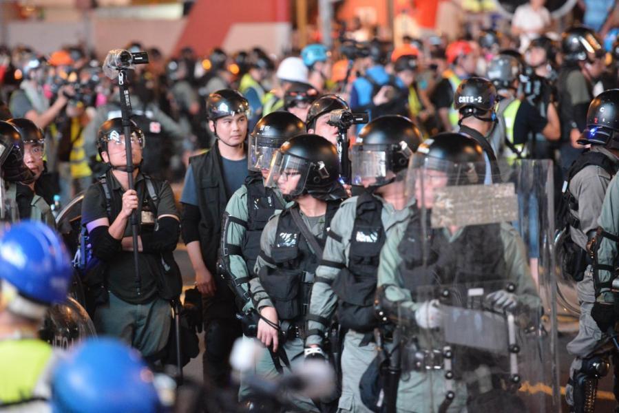 因《逃犯修例》修訂而引起的一連串示威及暴力事件愈演愈烈,從而影響到經濟增長。