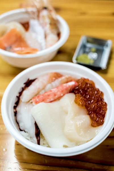 按自己愛好而設計的勝手丼,同樣豐儉由人,由一千多日元起已可吃得滿足。