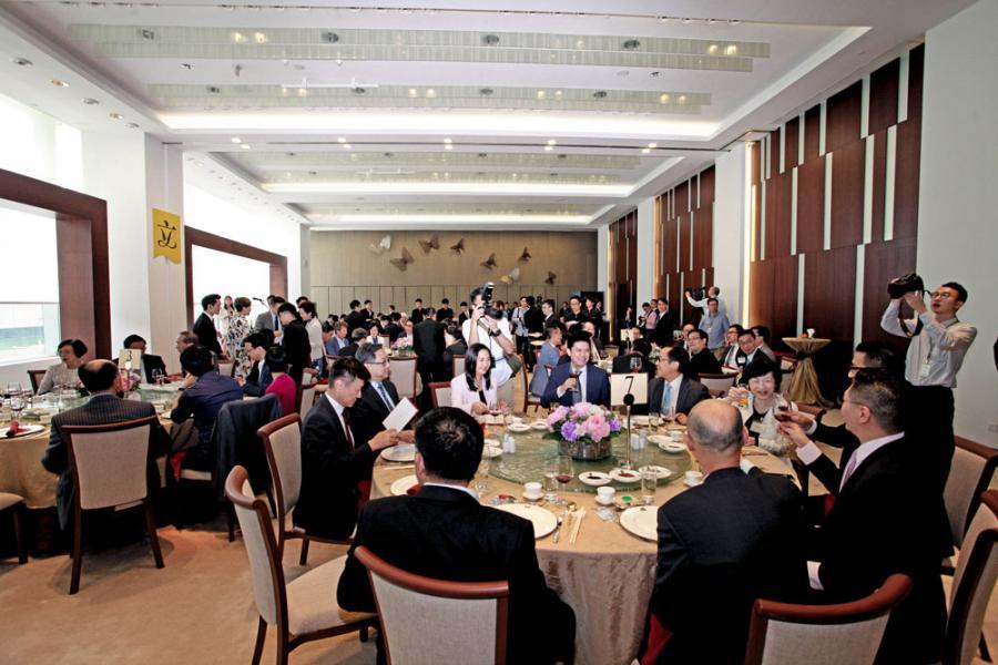 一場午宴難說上修補了裂痕,但已是緩和行政立法緊張關係的好開始。