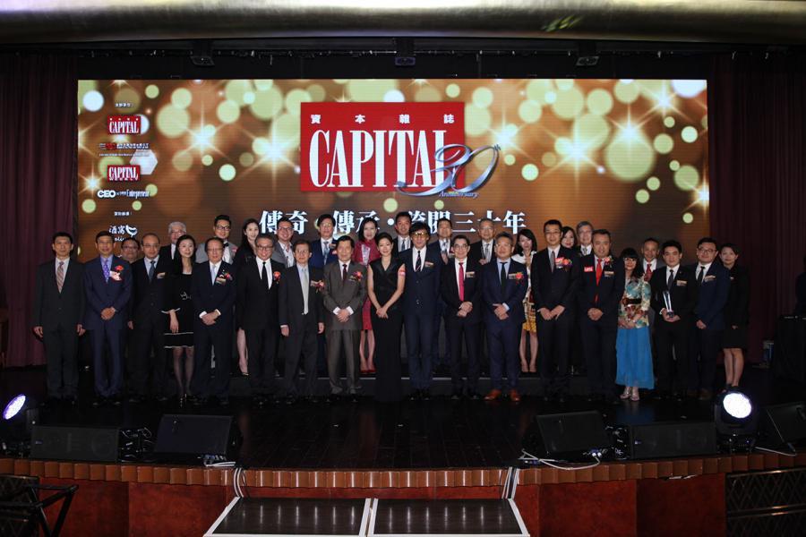 晚宴上,南華金融控股有限公司執行副主席吳旭茉小姐與一眾嘉賓及編輯大合照