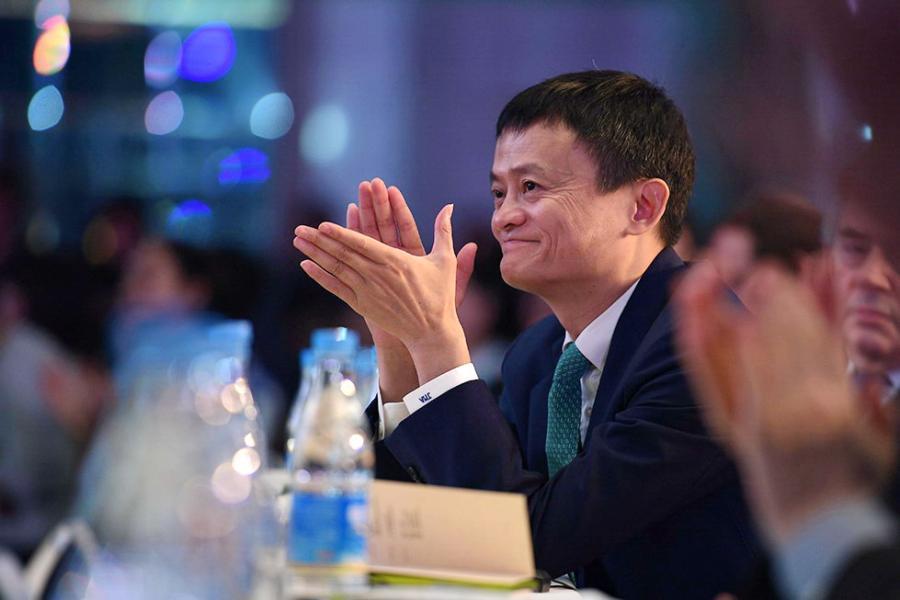 公司十週年慶典中,馬雲、馬化騰、劉強東、百度董事長李彥宏等人均拍片道賀,足見其江湖地位。