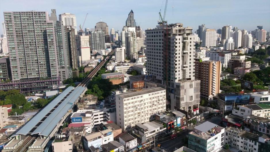 曼谷的空中捷運(BTS)沿線近年發展出不少潛力區域,如有小日本之稱的Thonglor。