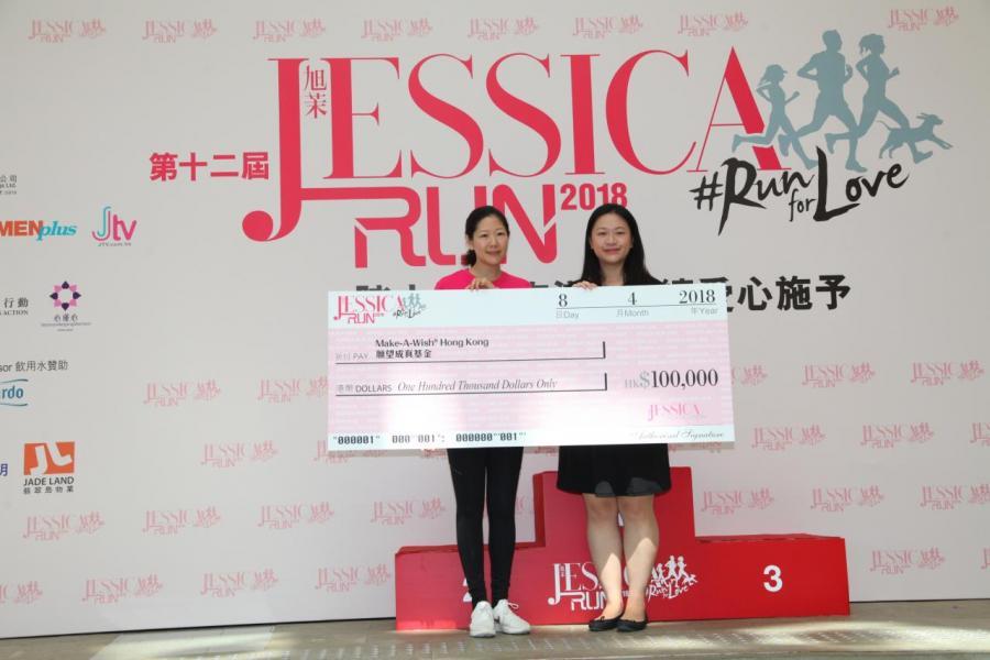 南華金融控股有限公司及南華傳媒執行副主席吳旭茉頒發捐款收據予「願望成真基金」Ms. Susanna Lee, Executive Manager of Make A Wish。