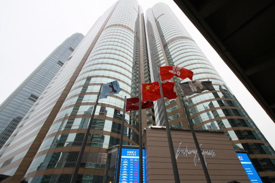 港交所要鞏固香港國際金融中心地位,必須積極招攬其他國家或地區企業來港上市。