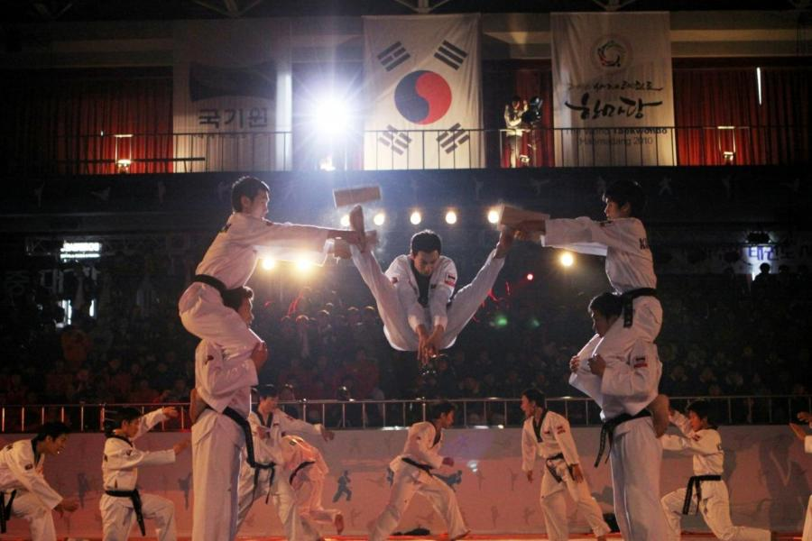 韓國國技院跆拳道表演團。