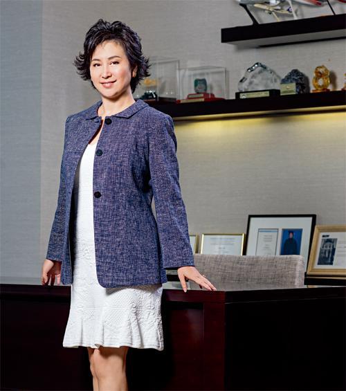 《財富》雜誌讚揚何超瓊協助家族賭業擴展版圖,再聯同外資合作,成績斐然。