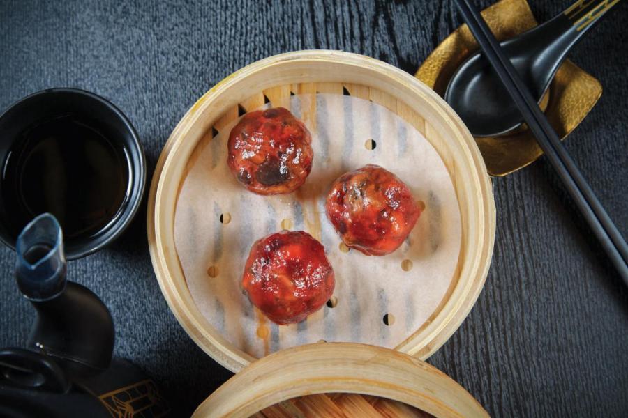 紅菜頭野菌餃:以西餐常用食材——紅菜頭,搭配磨菇、冬菇、雞髀菇製成,味道清新,菌香撲鼻。