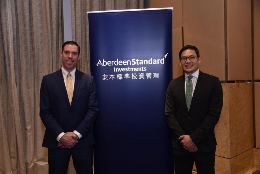 安本標準投資管理新興市場高級經濟師Alexander Wolf(左)及安本標準投資管理中國及香港股票投資主管姚鴻耀(右)。
