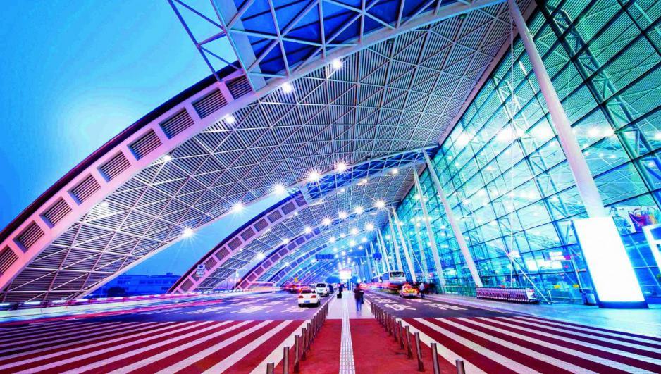 成都雙流國際機場開通了247條航線,是西部空中物流通道中的樞紐城市。