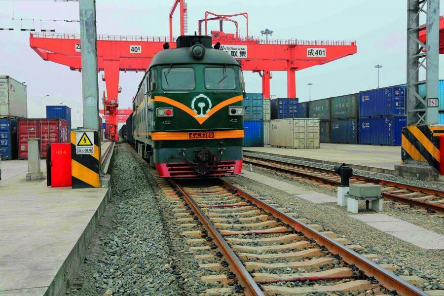 首趟廈(門)蓉鐵路班列到達成都鐵路口岸。該班列將是全國自貿區開出的首條中歐班列。