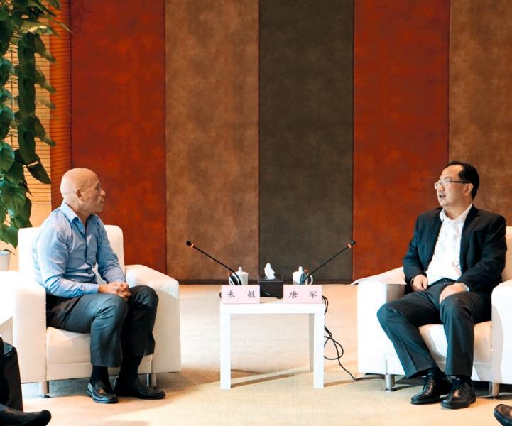 朱敏(左)經常會晤內地的省市領導。