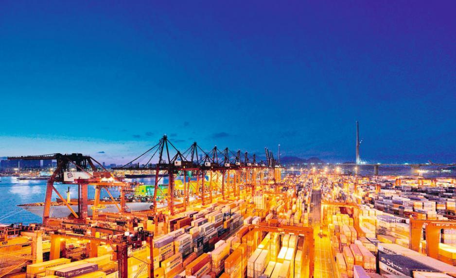 香港的貿易量十分依賴內地的出入口和轉口。
