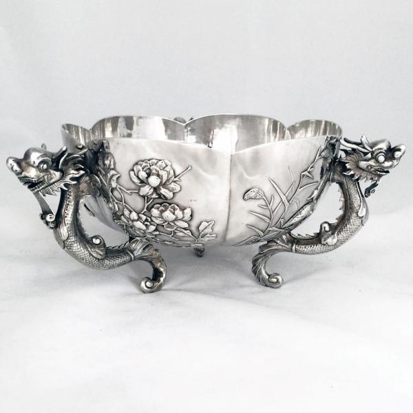 2017古玩展展品:19世紀晚期外銷龍耳銀盆。