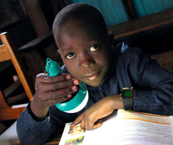 太陽燈改變第三世界兒童的命運。