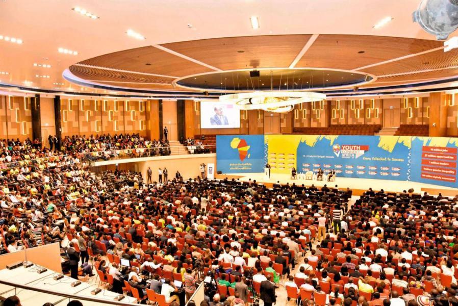 數千名參加Youth Connekt Africa Summit的非洲年青人,在聽到馬雲基金會出資1,000萬美元成立非洲青年創業基金時,爆發出了熱烈的掌聲。