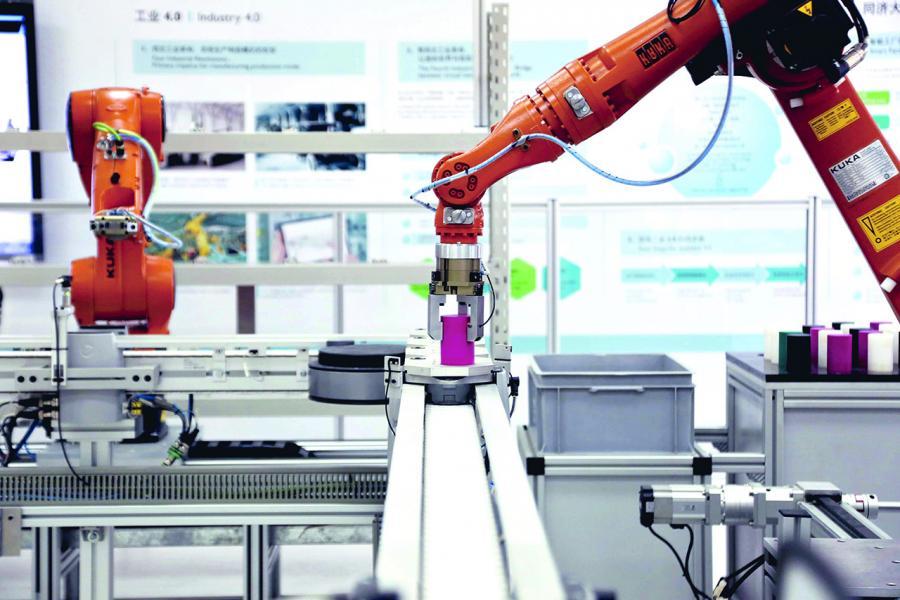 珠三角的工廠採用自動化生產線來應對挑戰。