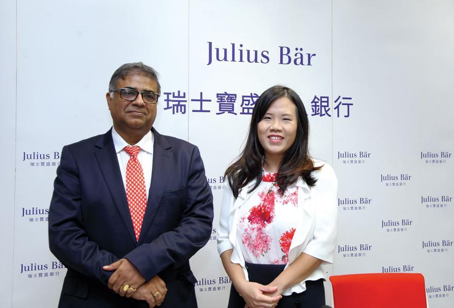 瑞士寶盛私人銀行亞洲投資總監及亞洲投資管理部主管Bhaskar Laxminarayan(左)及亞洲市場與投資顧問方案部執行董事黃佩麗(右)預測,本港或會蟬聯亞洲高資產一族生活最昂貴的城市。