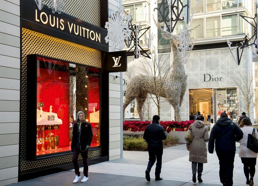 專家指人民幣回軟影響了內地旅客在海外購買奢侈品的意欲,有利中國經濟發展。