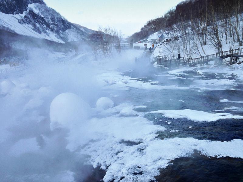 滑雪、霧凇及雪地溫泉是吉林極具代表性的旅遊項目,甚至發展潛力。