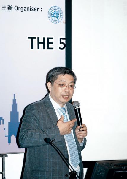 巴曙松:人民幣國際化,鞏固香港金融地位。