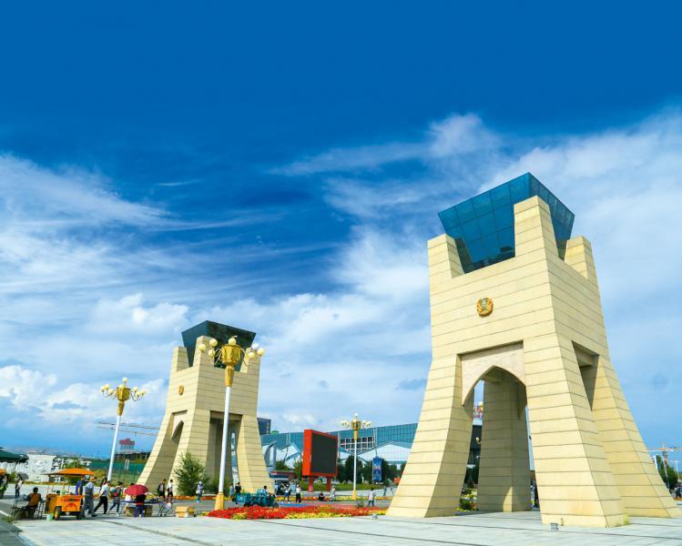 中國通過「一帶一路」建設與多國建立起緊密的聯繫。圖為中國霍爾果斯國門。
