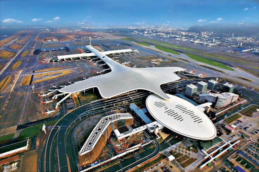 粵港澳三地的機場、港口如能深入合作,就能建成全產業鏈的新型國際航運中心。圖為深圳寶安國際機場。