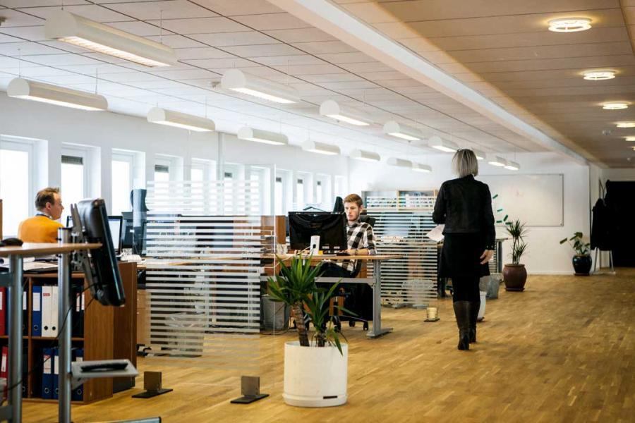 萊坊報告指,部份中資離場造就跨國公司吸納空置寫字樓的機會。