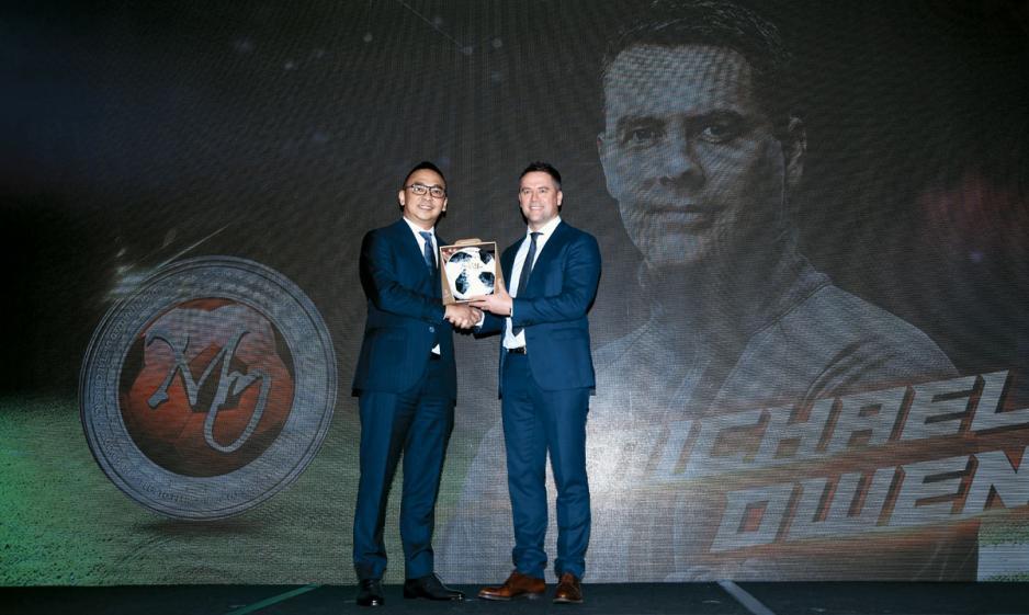 GCOX行政總裁林國平(左)稱,公司專門夥拍名人如足球紅星奧雲(右),推出名人代幣。