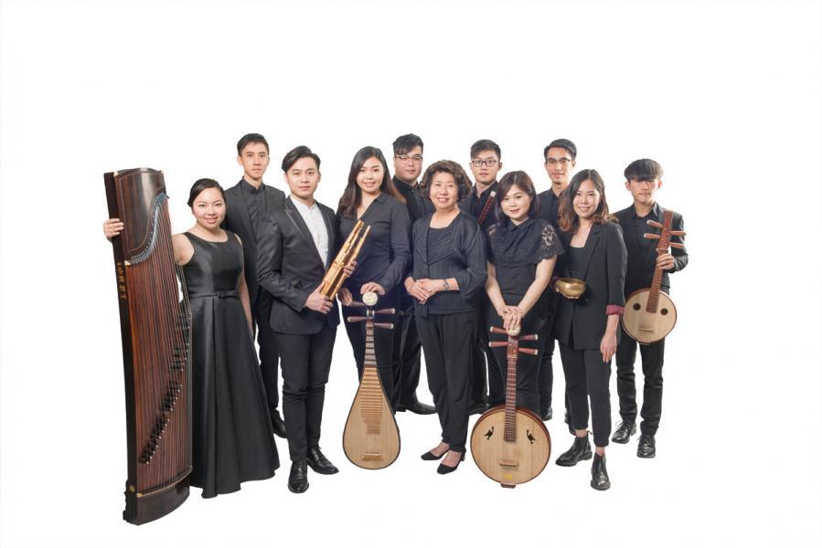 一場偶遇,一絲緣分,將紀文鳳及香港演藝學院的學生及畢業生牽引在一起,成就了「天籟敦煌樂團」的誕生。
