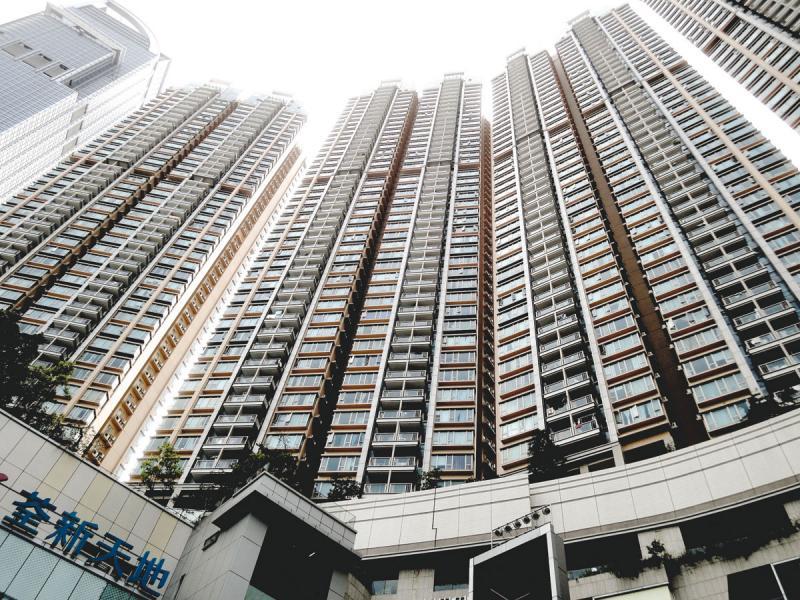 本港住宅樓價自2016年4月以來逐步上升,至本年8月登上高峰後開始下調。