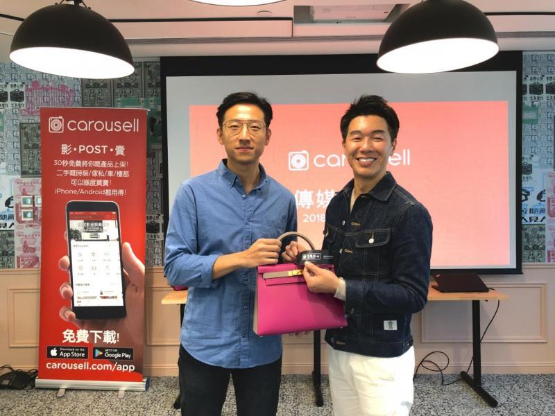 Carousell 香港總經理施伯雄(左)及米蘭站集團創辦人姚君達介紹二手名牌袋免費驗證服務。