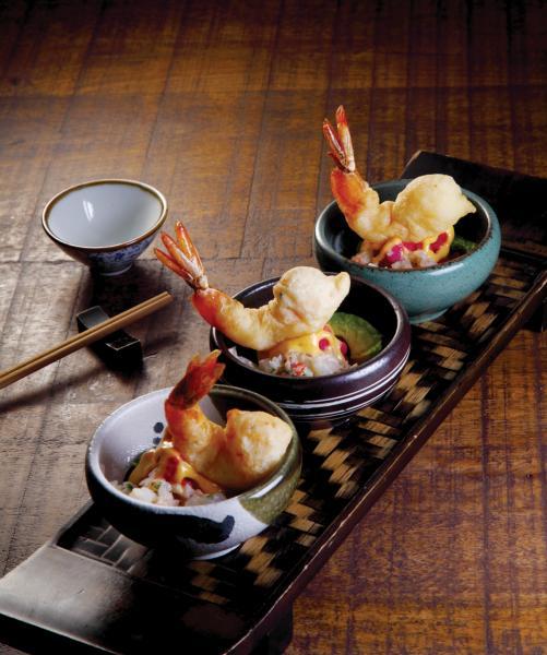 "La Causa - 由傳統秘魯菜式""Causa""演變而成,大廚以澳洲大蝦天婦羅搭配清新的紅菜頭蓉、大蝦他他、烤牛油果、蒜蓉,口感充滿層次。"