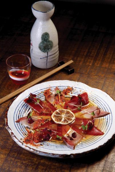 H&M -  選用新鮮油甘魚及藍鰭吞拿魚刺身,並以微酸的柑橘汁、醬油醃製,大大提升了生魚片的鮮味,清新開胃。