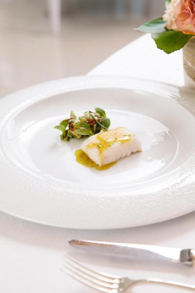 Atlantic hake,Gillardeau oyster grains:大西洋鱈魚口感嫩滑,伴碟的「珍珠」以分子料理方式用蠔水製成,幾可亂真,再加上用蠔水煮成的意大利飯,讓味蕾非常滿足!
