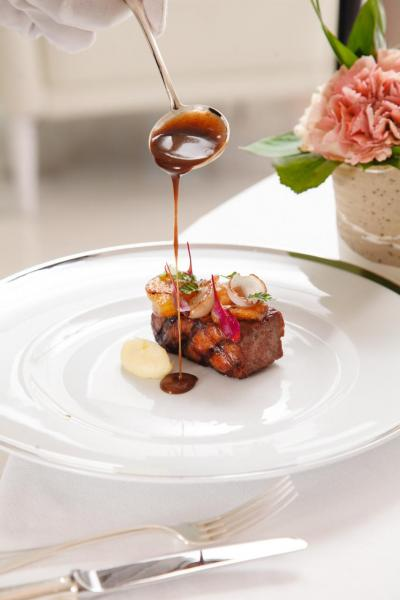Kagoshima striploin 'bordelaise' Ratte potato:大廚選用日本鹿兒島A5和牛西冷,並以炭烤方式烹調,牛肉入口帶點嚼勁,伴以和牛醬汁,讓肉味更濃郁。