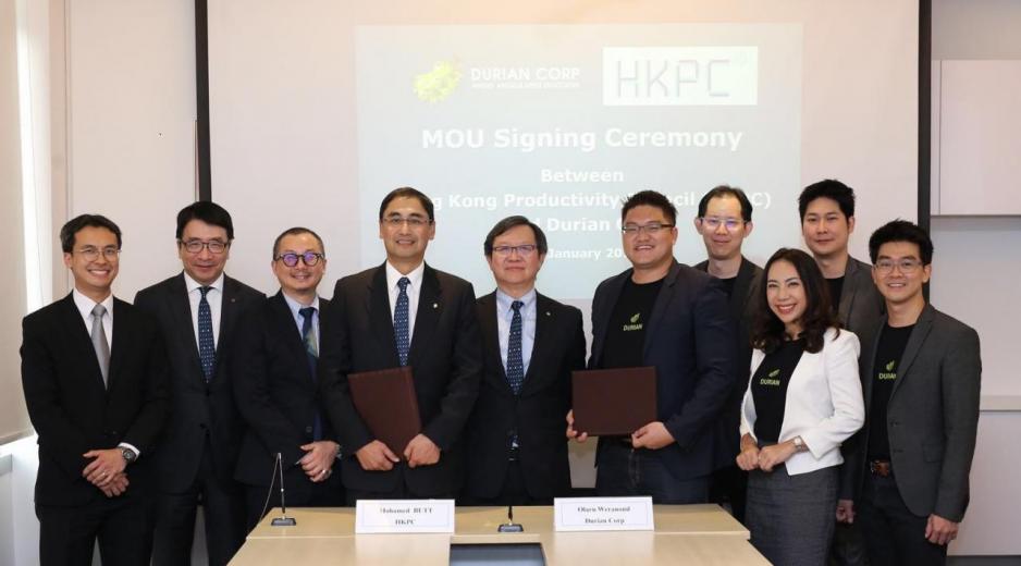 生產力局主席林宣武(左五)見證總裁畢堅文(左四)與泰國初創平台Durian創辦人兼行政總裁Olarn Weranond (右五)簽署合作協議,攜手推動兩地創業生態系統的發展。