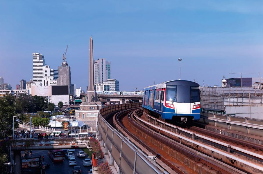 泰國為東盟國家中,投資力度甚大,近年中泰鐵路(中國-老撾-泰國-馬來西亞-新加坡)的泰國段,由北部廊開府,到首都曼谷及東部工業重鎮羅勇府,全長867 公里,已開始動工。
