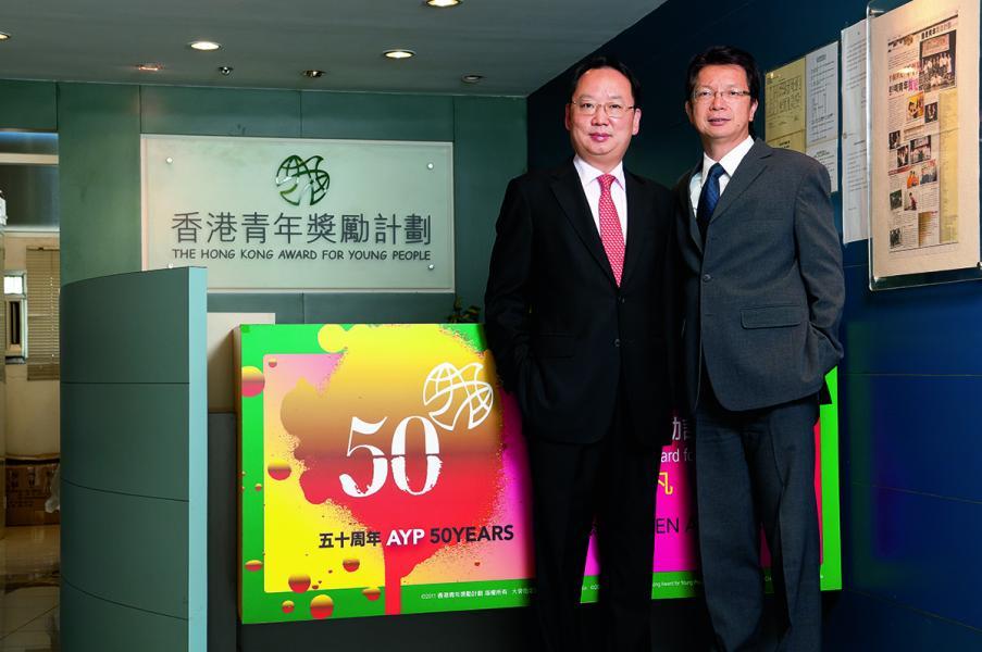 陳仲尼 (左)多年來,一直在不同的平台關注青年工作。