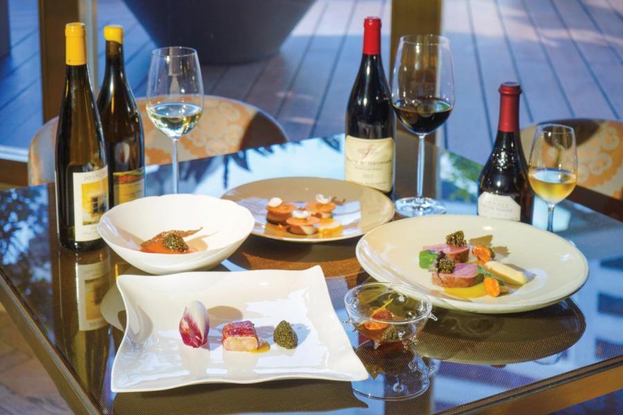 海港城以「Cheers in the City」為題,舉辦一系列環繞美酒及海鮮美食的活動。