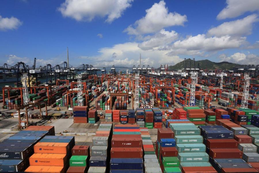 二○一七年上半年,香港貨櫃港吞吐量為全球第五名。