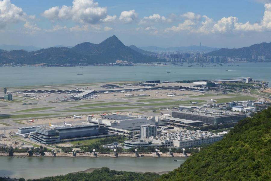 香港的航空需求不斷增加,除建三跑之外,亦要增加航班供應。