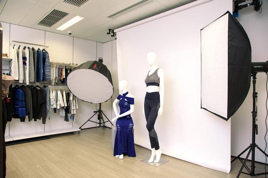 共享工作間內設有小型影樓,方便年輕設計師使用。