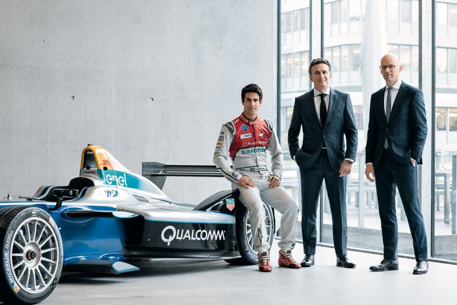 左起為Formula E 世界冠軍車手Lucas di Grassi、Formula E總裁Alejandro Agag及HUGO BOSS行政總裁Mark Langer。