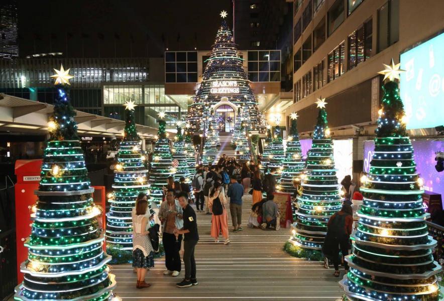 海港城以「Christmas Treasures」 尋找聖誕瑰寶為主題,打造五光十色的聖誕裝置。