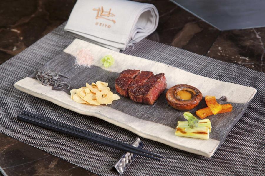 特選日本A5和牛牛柳:選用來自日本宮崎的頂級A5和牛,油花分佈細緻均勻,肉質鮮嫩,而且入口即溶,再配以即磨山葵、鹽漬昆布、岩鹽、日本蒜,令和牛的肉味更香濃。