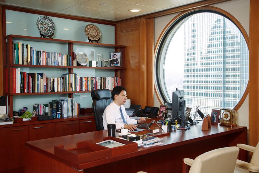 彭耀佳位於怡和大廈內的辦公室。