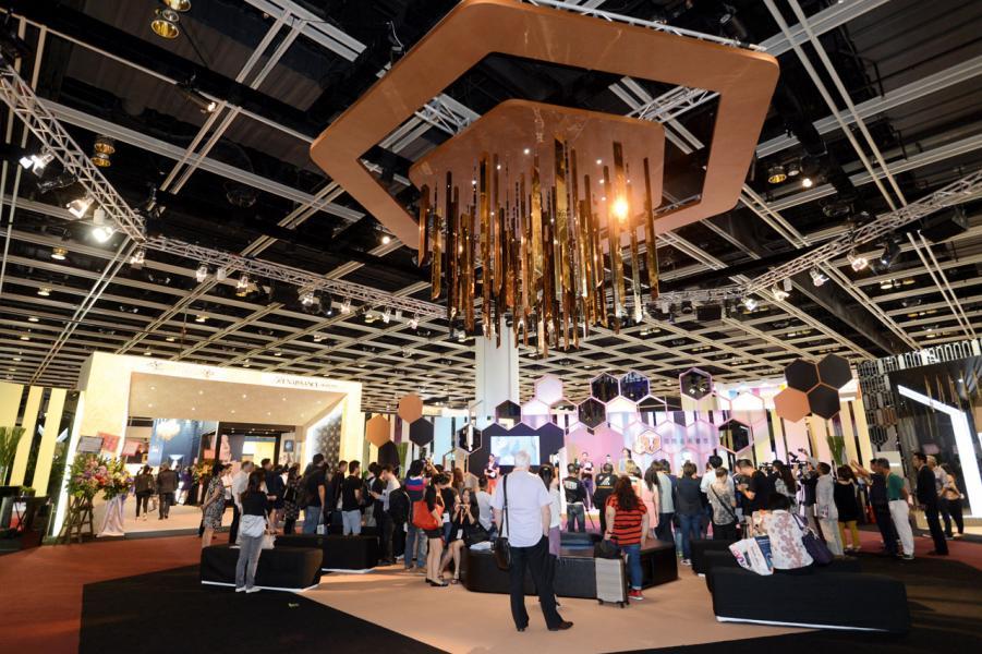 品牌創立初期,曾參與香港鐘錶展。