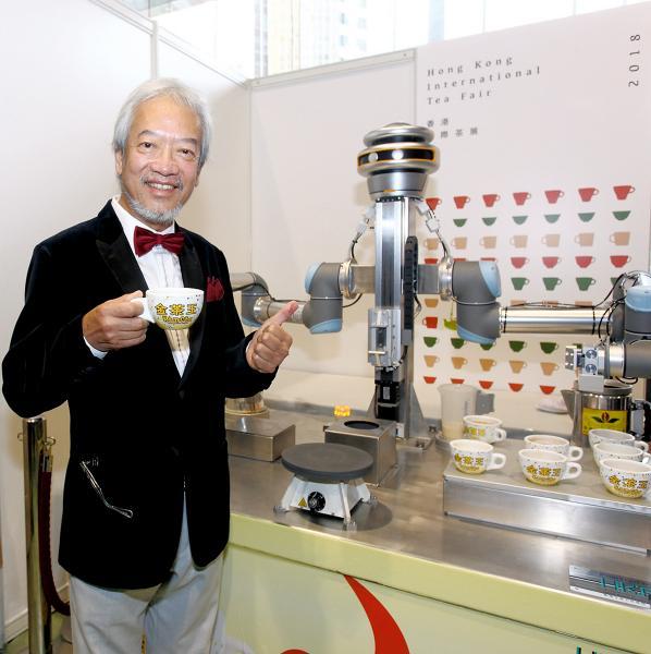 黃家和對沖奶茶機械人金仔的誕生感到鼓舞